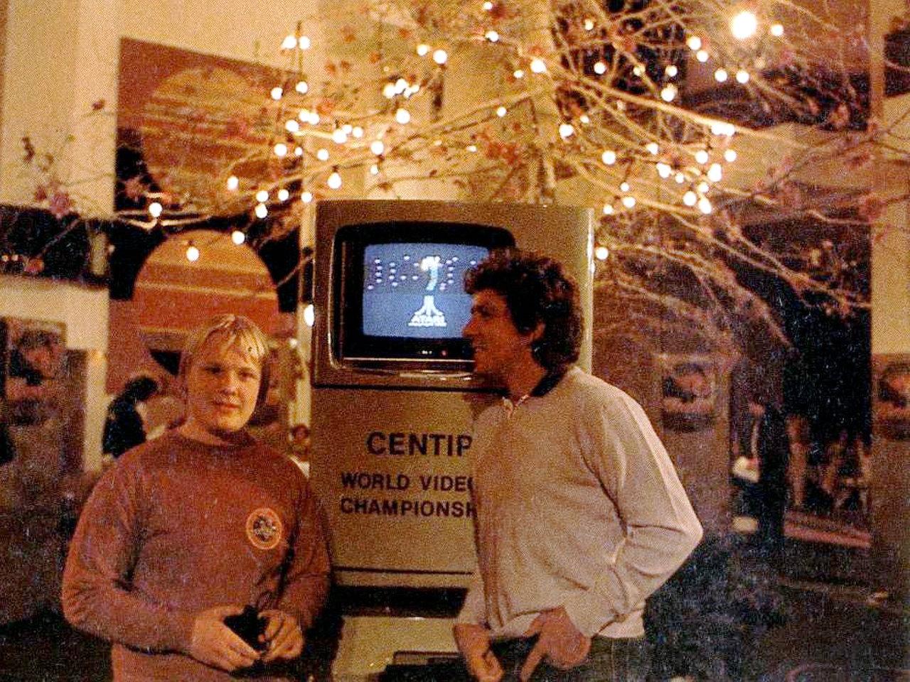 Klaus Wolf und Michael Schanze im Jahr 1983. (Bild: Marshall Cavendish)