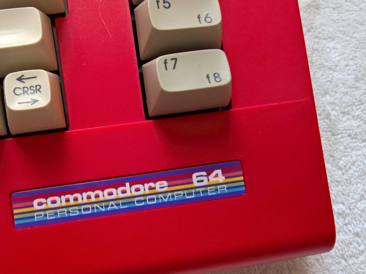 Warum denn nicht mal ein C64 in rot? (Bild: Stefan Vogt)