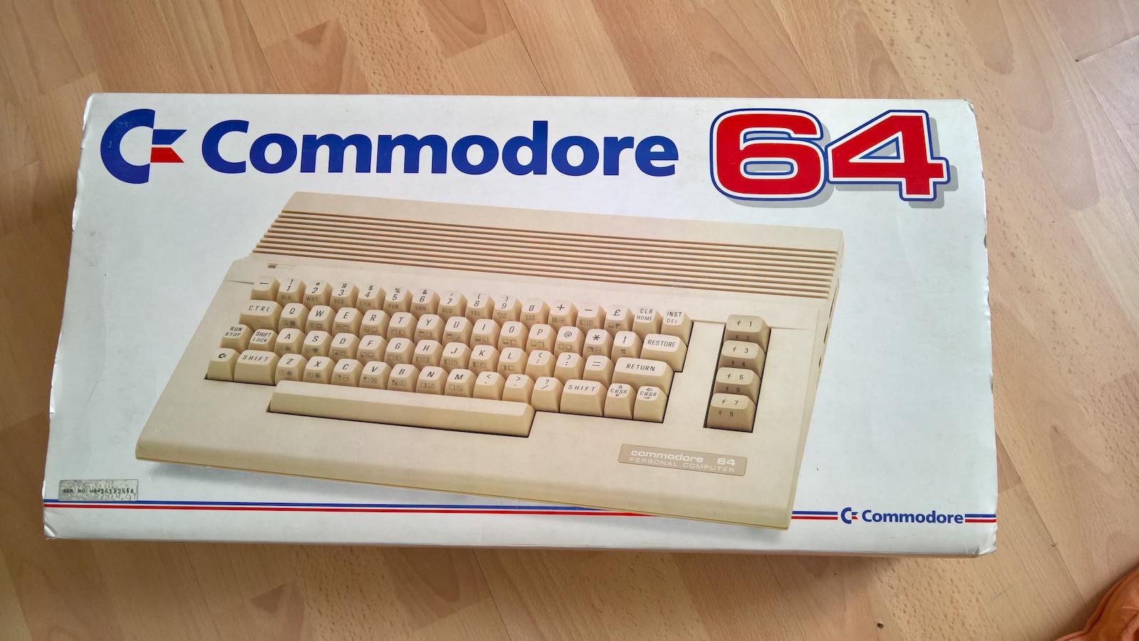 Der kaputte C64C in seiner Originalverpackung. (Bild: Stefan Vogt)