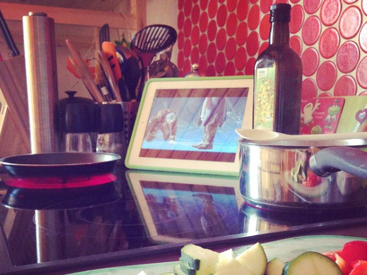 Kochen und Spielen. Wer sagt, das passt nicht zusammen? (Bild: Daniel Wagner)