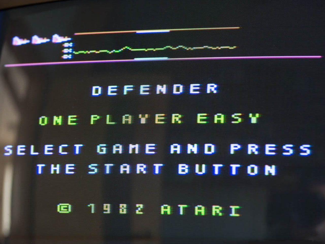 Der Spielhallen-Klassiker der frühen 80er: Defender in seiner Portierung auf den Atari 800XL (Bild: Martin Goldmann)