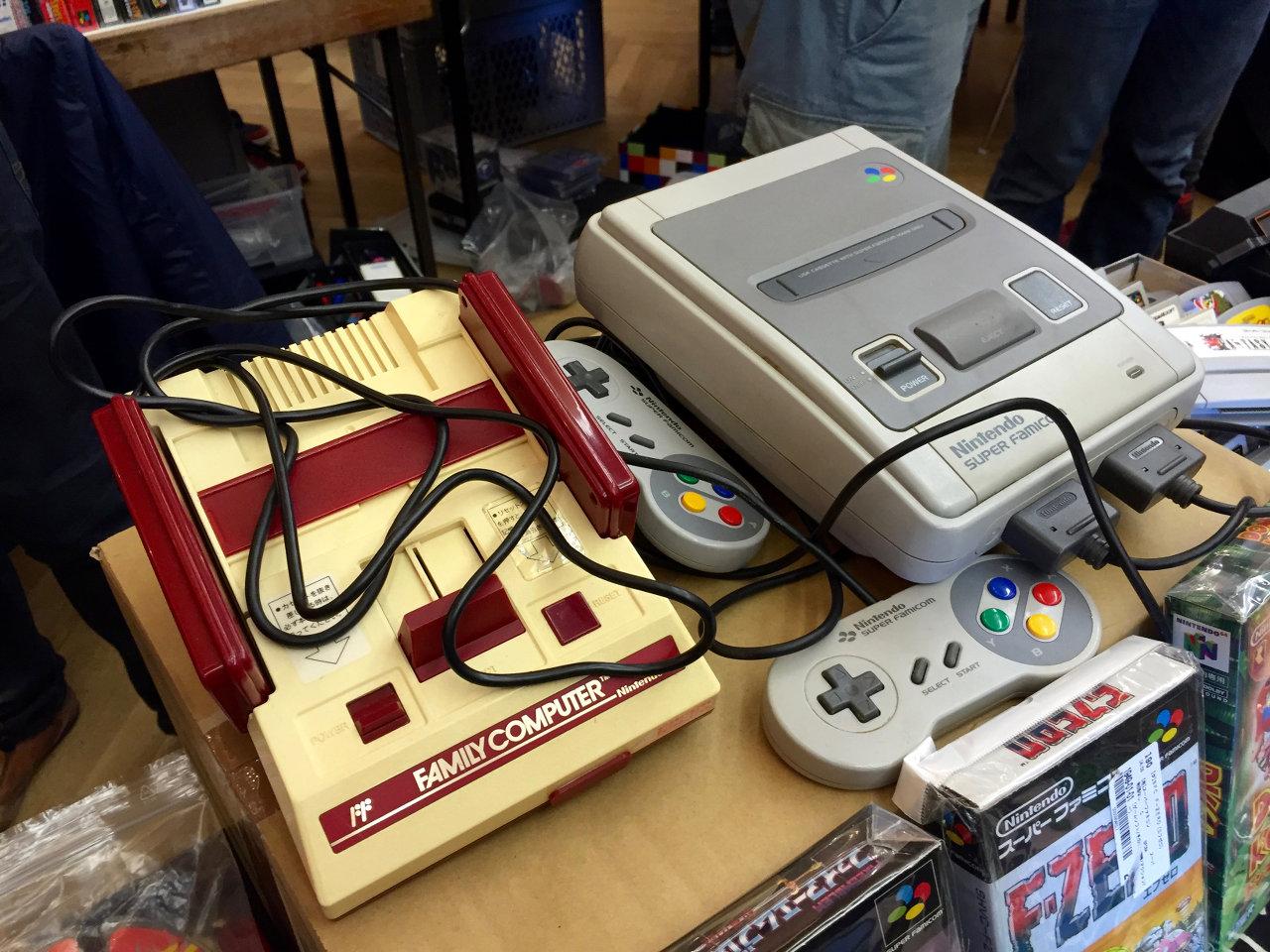 """Der Nintendo """"Family Computer"""" ist der Vorläufer des NES bzw. SNES. (Bild: André Eymann)"""
