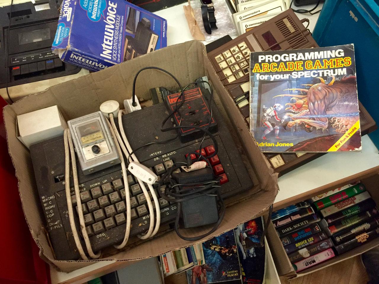 Was ist das? Ein ZX Spectrum? Ein anderer Z80-Computer? Jens wird es bald wissen... (Bild: André Eymann)