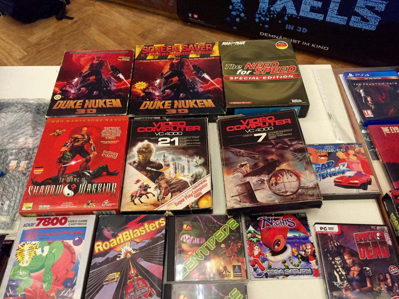 Eine irre Mischung: Duke Nukem 3D (PC), VC4000 und Atari 7800 Spiele. (Bild: André Eymann)