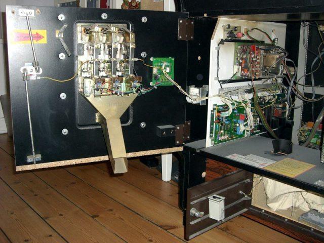 Die Münzprüfeinrichtung (m)eines Videospielautomaten. (Bild: André Eymann)