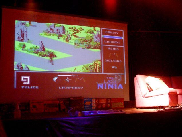 """Vorbereitungen auf dem Podium. Es wird über """"The Last Ninja"""" gesprochen. (Bild: André Eymann)"""