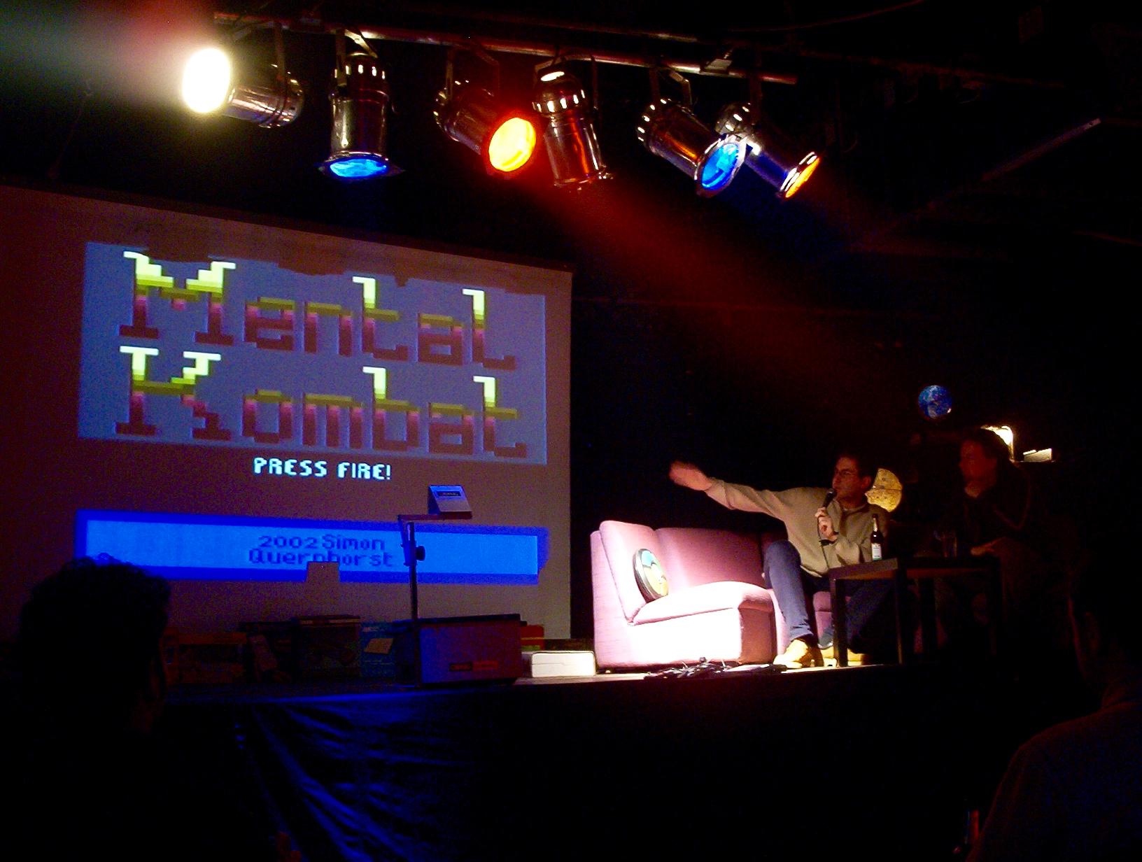 "Simon Quernhorst stellt sein Atari VCS Spiel ""Mental Kombat"" vor. (Bild: André Eymann)"