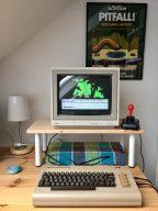 """Mein C64 Heimcomputer. Das Adventure """"TheHobbit"""" von 1982 ist geladen. (Bild: André Eymann)"""