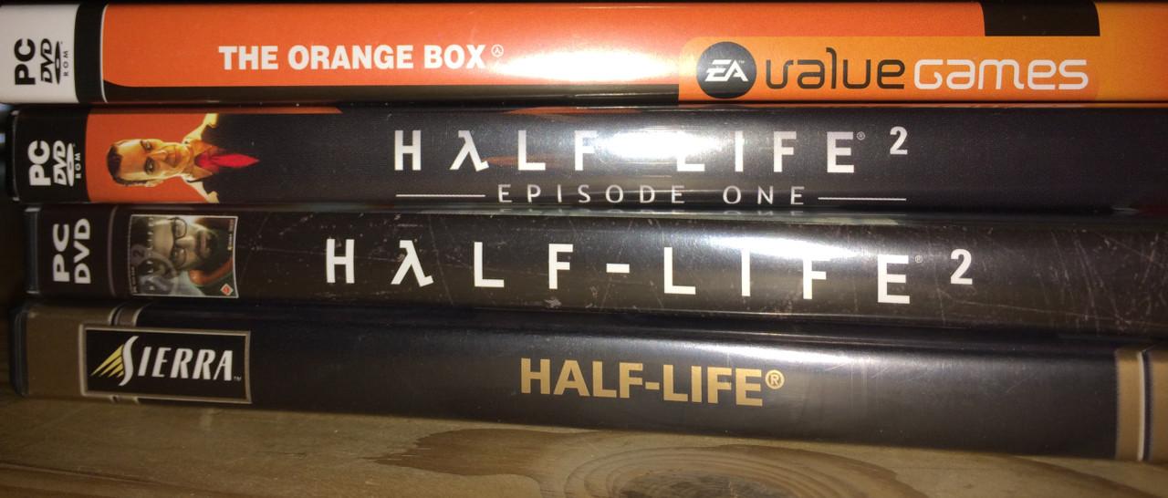 Die Half-Life-Reihe. Wer kennt sie nicht? Half-Life 1 ist bereits 1998 erschienen. Half-Life 2 wurde weltweit am 16. November 2004 veröffentlicht. Ich wurde, wie viele andere vermutlich auch, von Steam auf dem falschen Fuß erwischt. Es hat eine Weile gedauert, bis es endlich spielbar war. Episode 1 kam 2006 heraus und die Episode 2 ein Jahr später. Es ist in der Orange Box enthalten, die neben dem Hauptprogramm und Episode 2 auch Team Fortress 2 und das geniale Portal enthält. (Bild: Ferdinand Müller)