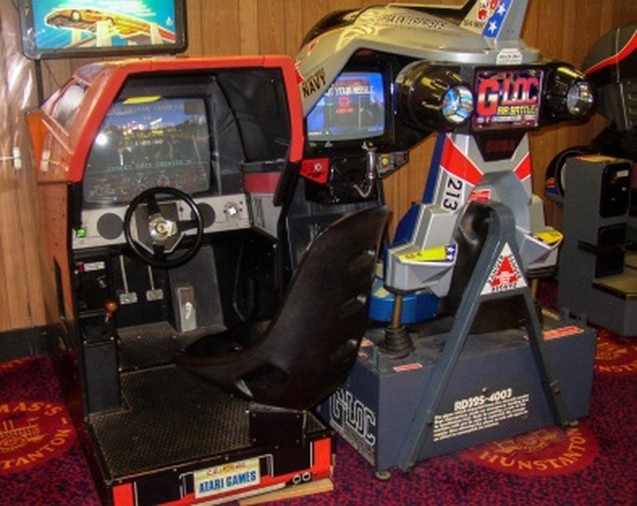 Ein klasse Arcade-Automat von Atari aus dem Jahr 1989: Hard Drivin'. Laut Atari der weltweit erste echte Arcade Fahrsimulator. (Bild: Ferdinand Müller)