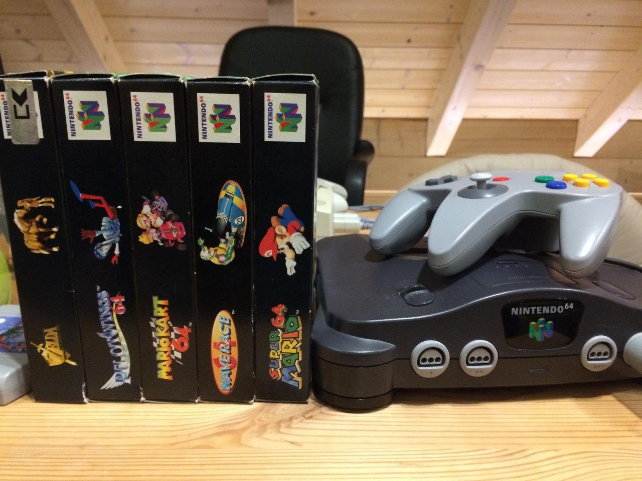 Meine N64 mit einer Auswahl meiner Lieblingsspiele (Bild: Ferdinand Müller).