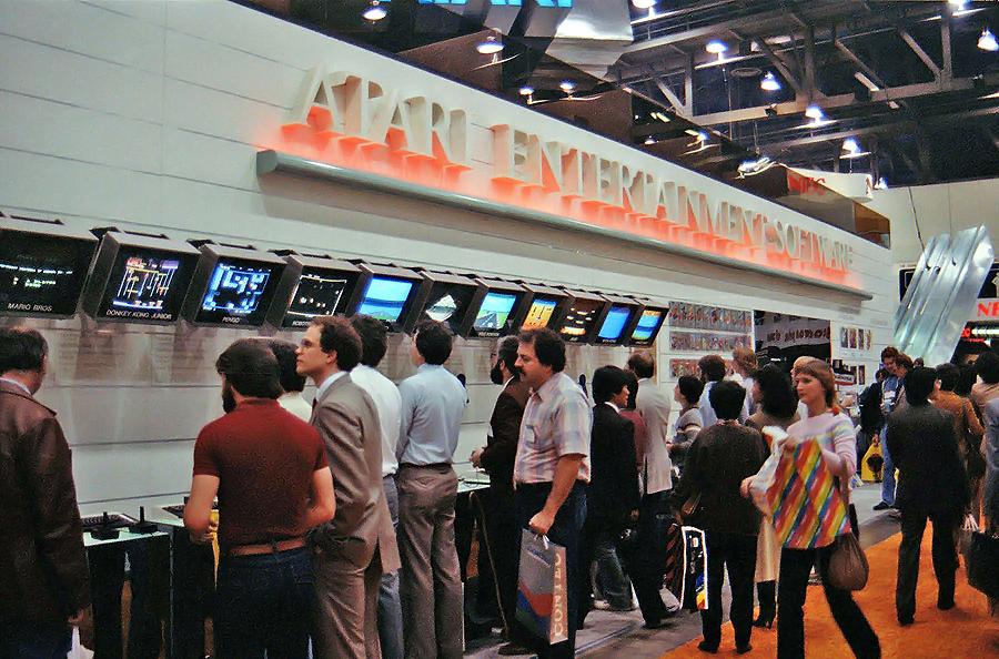 Ein Atari-Stand auf der CES in Las Vegas im Januar 1984. (Bild: thedoteaters.com)