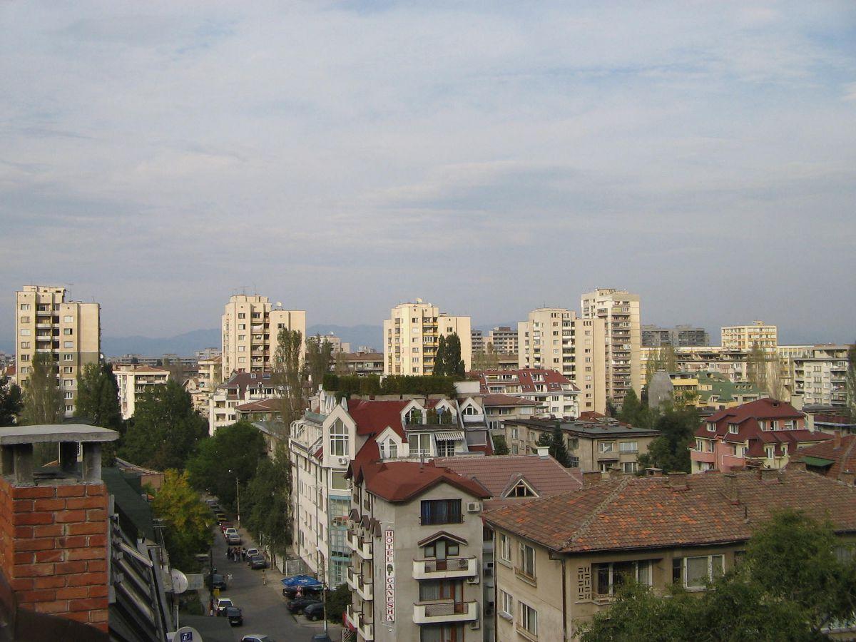 Typische Wohngebäude im bulgarischen Sofia im Jahre 2005. (Bild: Wikipedia)