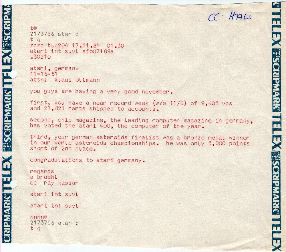 Ein Telex von Anton Bruehl an Klaus Ollmann vom 16. November 1981 bezüglich der Erfolge von Atari Deutschland. Ray Kassar wurde direkt von Anton Bruehl mit angeschrieben. (Bild: Klaus Ollmann)