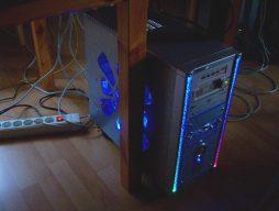 Mein PC anno 2003. Modding war damals ein Muss. (Bild: Andre Eymann)
