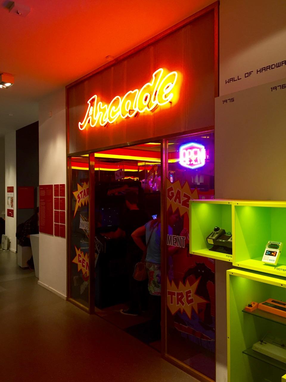 Der Eingang zur hauseigenen Arcade. (Bild: André Eymann)