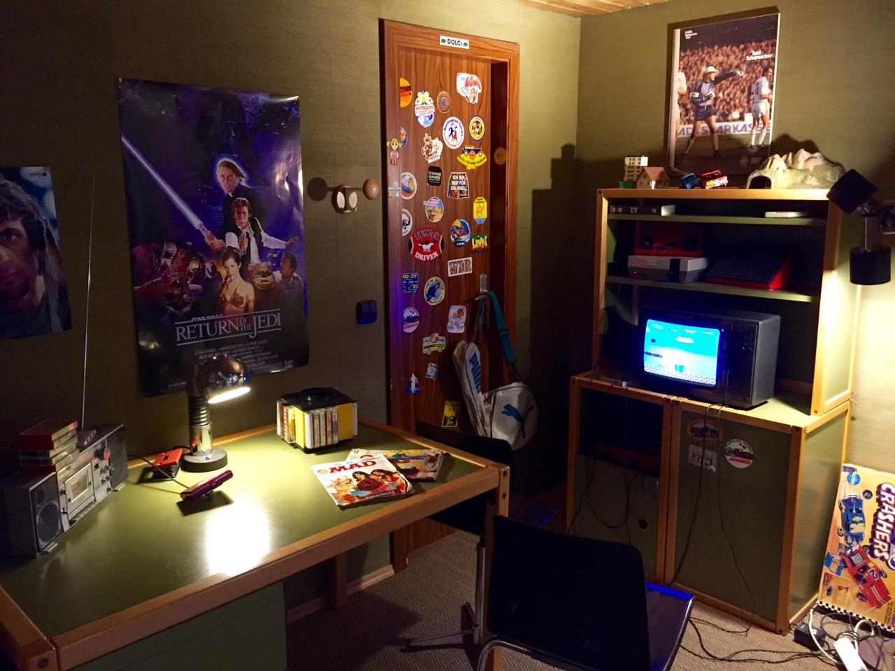 Jugendzimmer der 1980er Jahre. Star Wars, Kassetten Karussell und Super Mario. (Bild: André Eymann)
