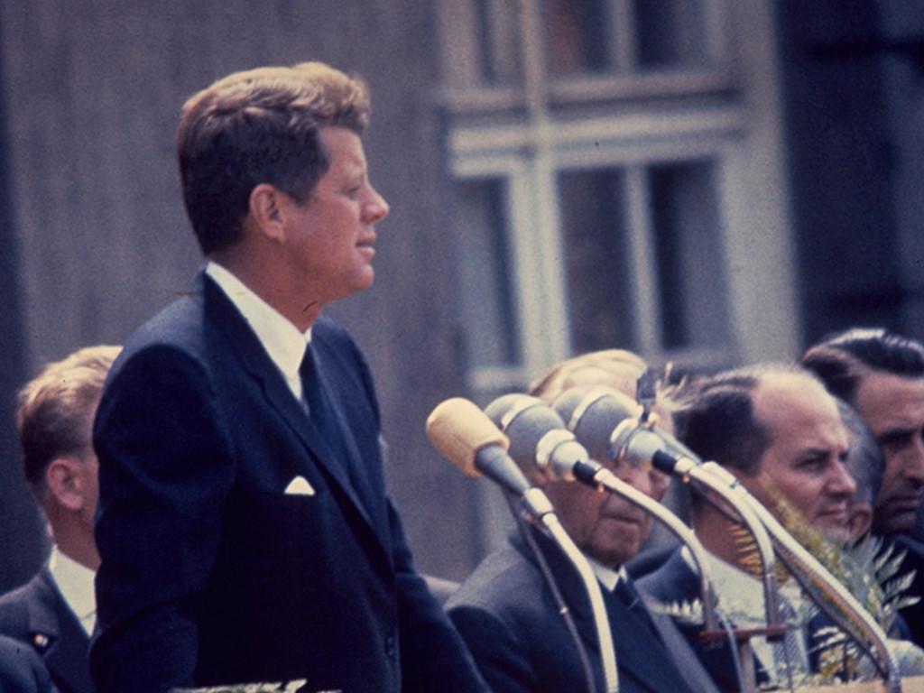 JFK spricht am Schöneberger Rathaus. (Bild: Sunflowers)
