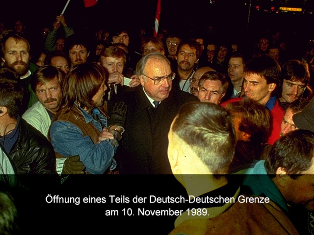 Dr. Helmut Kohl bei der Öffnung eines Grenzabschnittes. (Bild: Sunflowers)