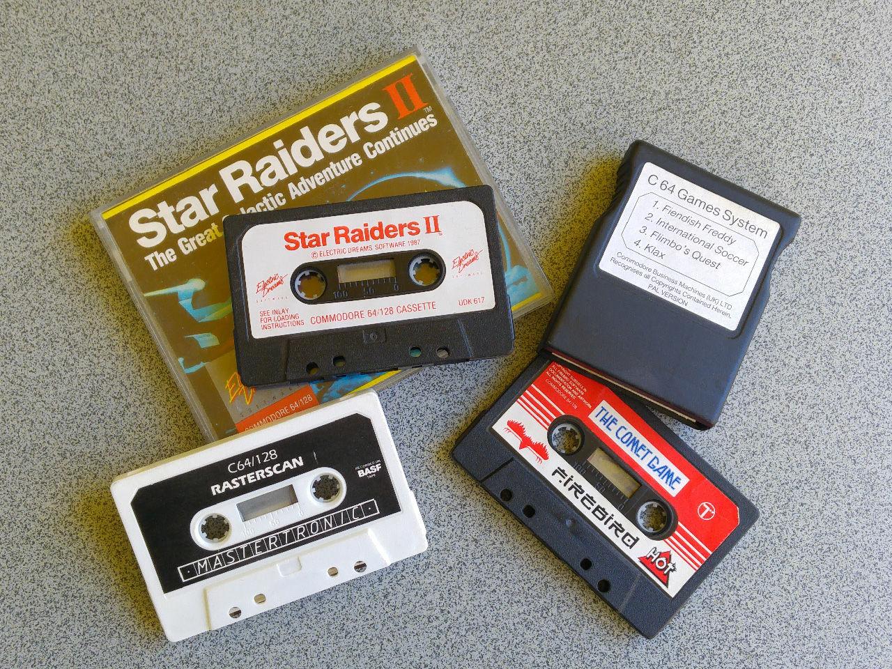 Spiele für den C64 waren nicht nur auf Disketten verfügbar. Ohne Peripherie konnten nur Cartridges verwendet werden, für die Verwendung von Kassetten war eine Datasette und aufgrund der langen Ladezeiten auch Geduld Voraussetzung. (Bild: Leopold Brodecky)