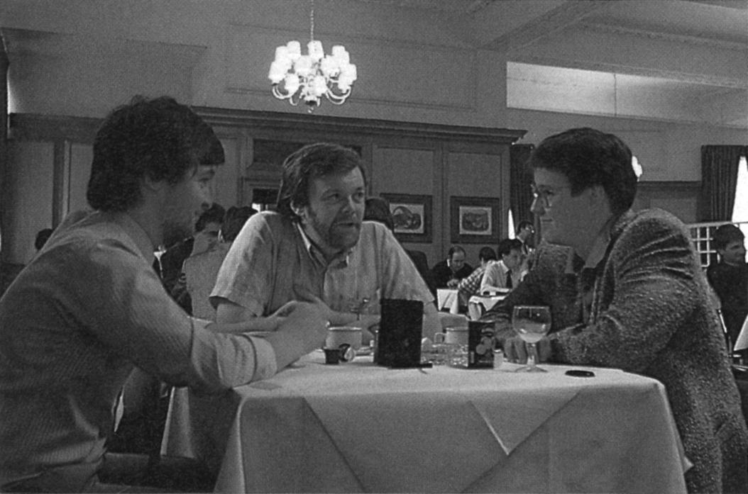 Anatol Locker (rechts) im Gespräch mit Jim Dean von Activision (links) und Tim Best von System 3.