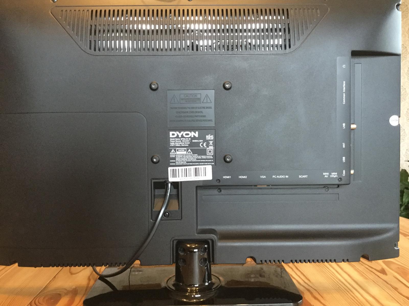 Alles was man braucht: HDMI, VGA, SCART, MINI AV, LNB und und und. (Bild: Ferdinand Müller)