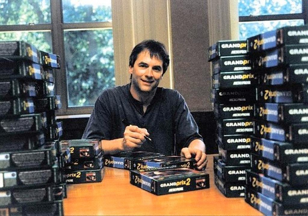 Geoff Crammond beim Signieren von Grand Prix II-Spielen.
