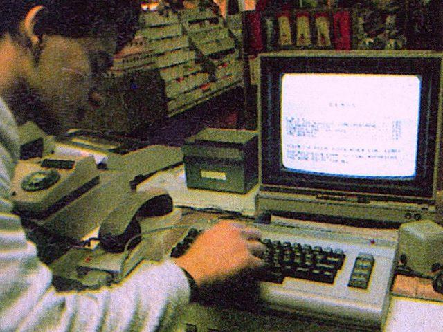 Beim Eintippen eines Listings in den Commodore 64. (Bild: Markt & Technik Verlag)