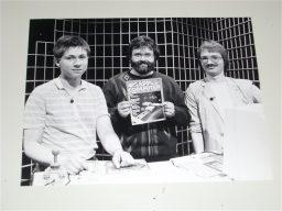 Dieses Foto wurde anlässlich des Besuchs von Heinrich Lenhardt und Boris Schneider bei Klaus Möller in der Computer Corner aufgenommen. (Bild: ZDF)