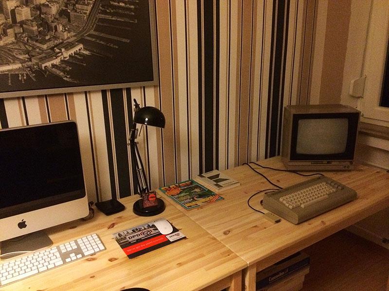 Vergangenheit und Gegenwart in meinem Home Office. (Bild: Stefan Vogt)