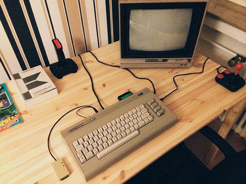 """C64 """"Aldi"""" (1987) mit empfohlenem Basis-Setup. (Bild: Stefan Vogt)"""
