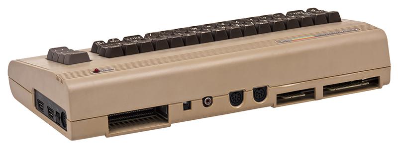 Anschlüsse des Commodore 64. (Bild: Evan-Amos, Wikimedia Commons)