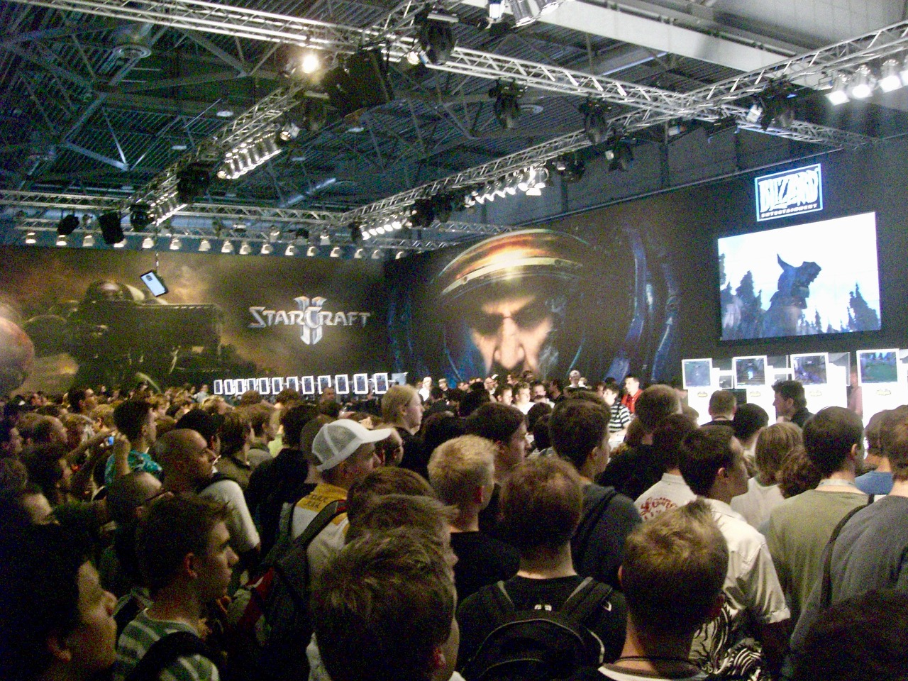 Der Stand von Blizzard (hier ist StarCraft zu sehen) war den gesamten Messe-Zeitraum überfüllt. (Bild: André Eymann)