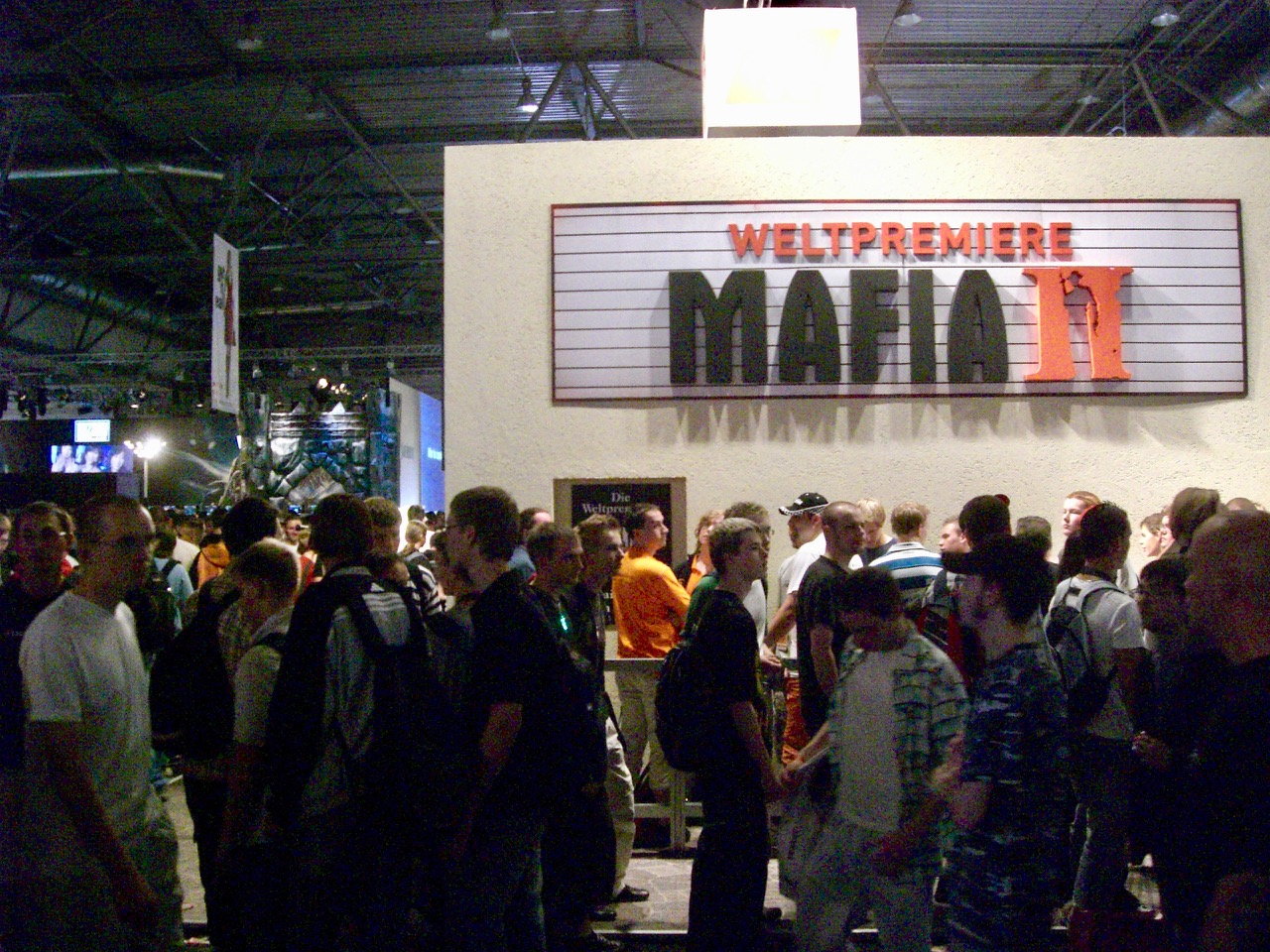 Warteschlangen bei der Weltpremiere von Mafia 2. (Bild: André Eymann)
