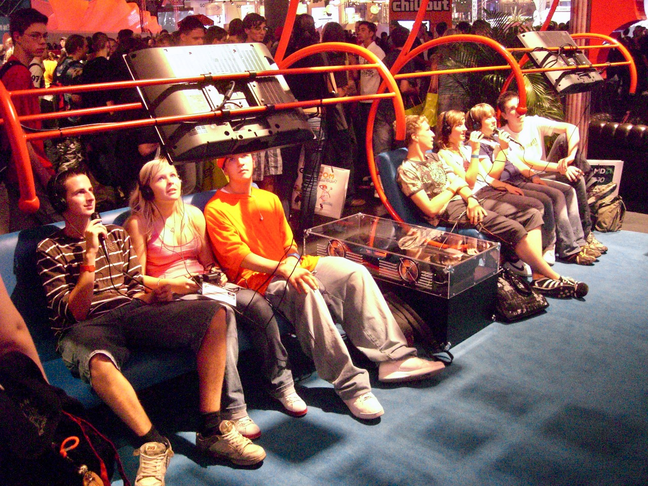 SingStar vereint Amateuer-Stars auf dem Sofa. (Bild: André Eymann)