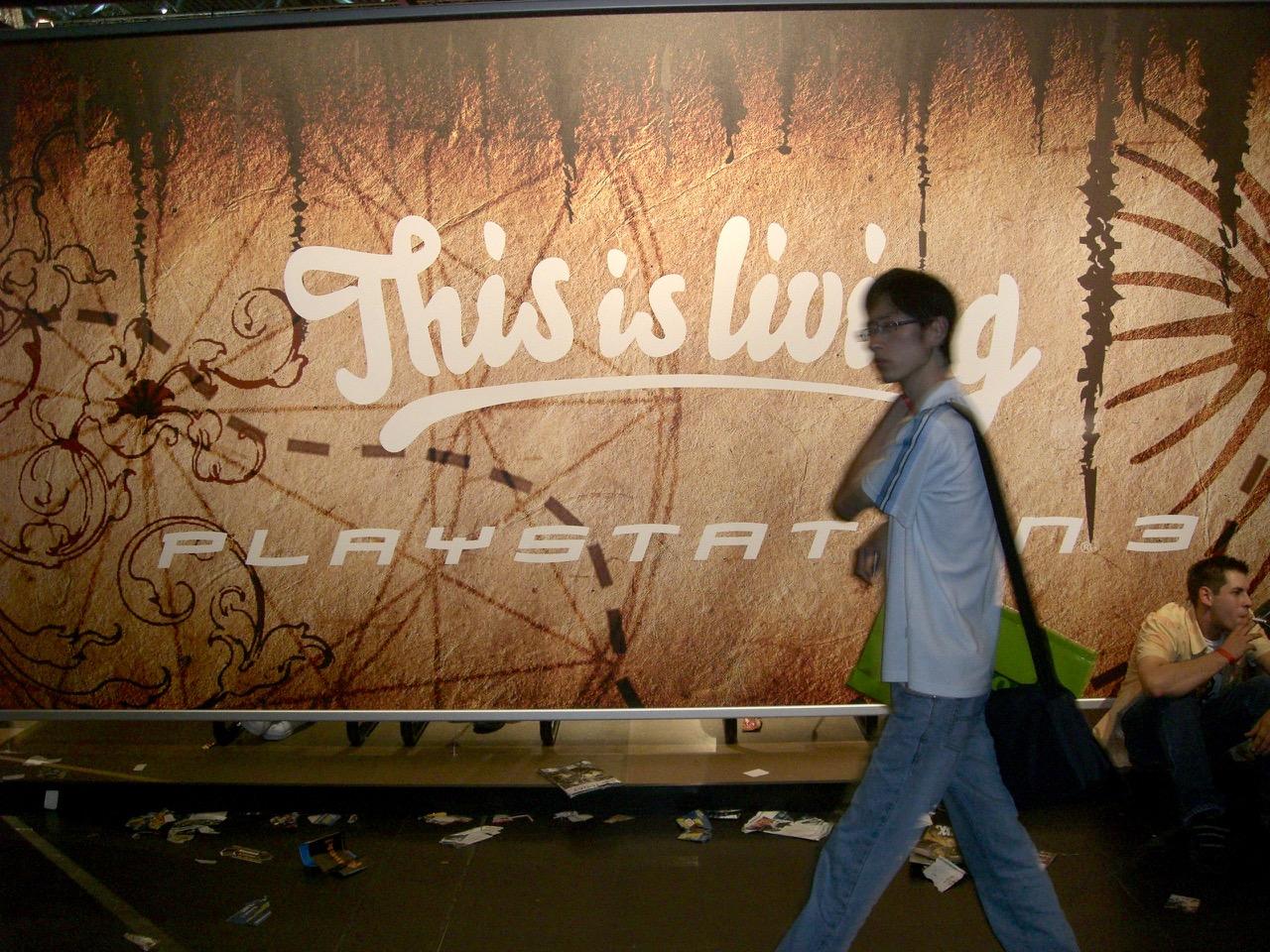 Das diesjährige Motto von Sony: This is living. (Bild: André Eymann)