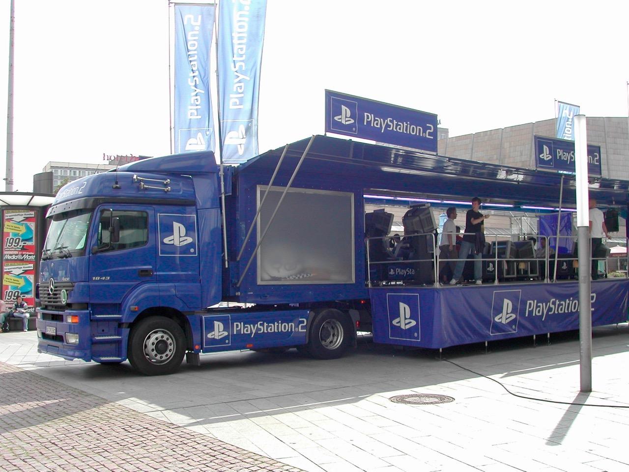Auch in der Stadt konnte gespielt werden. Hier ein SONY PlayStation 2 Truck. (Bild: André Eymann)