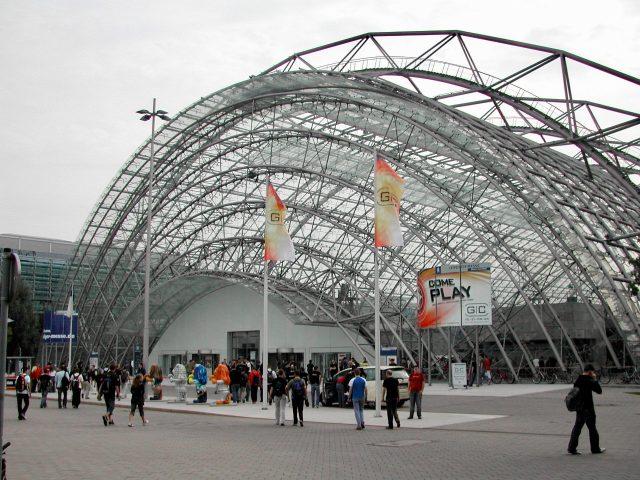 Der Eingang zur Games Convention 2005 auf dem Leipziger Messegelände. (Bild: André Eymann)
