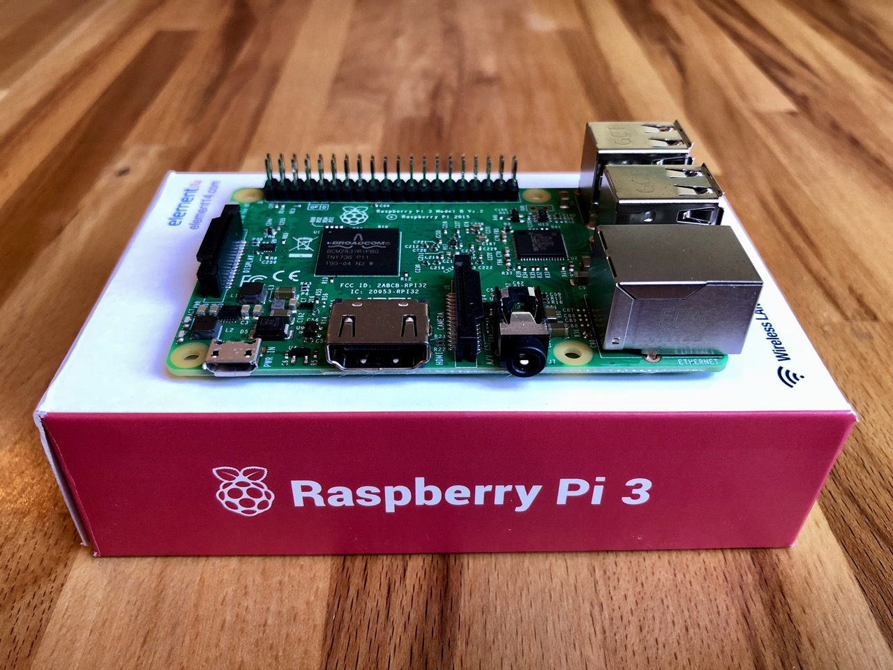 Raspberry Pi 3 Model B: Ansicht auf dem Originalkarton. (Bild: André Eymann)