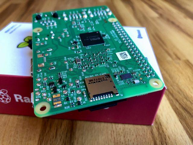 Raspberry Pi 3 Model B: Ansicht des microSD-Kartenslots. (Bild: André Eymann)