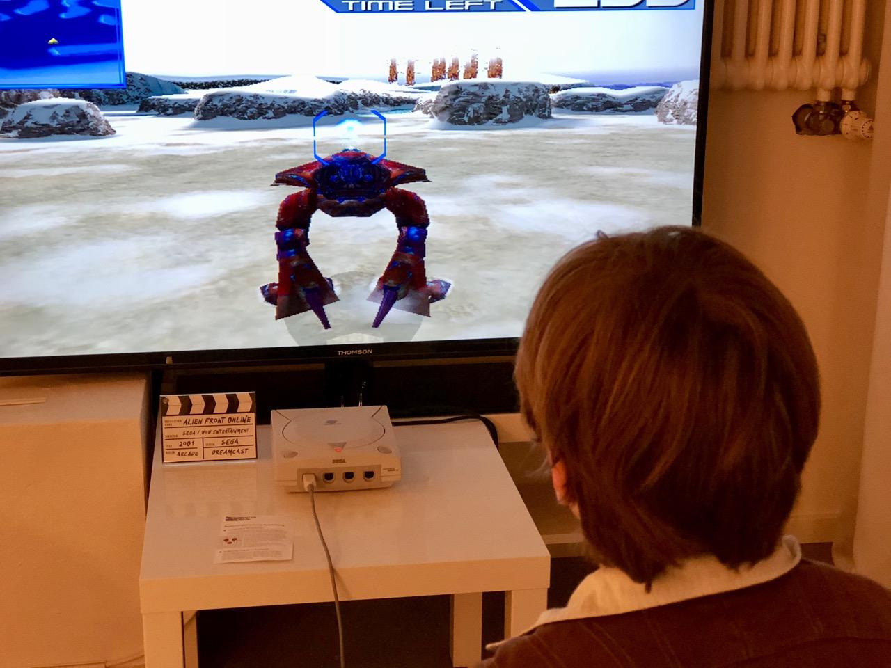 Alien Front Online ist leider nur in Nordamerika erschienen. In dem Multiplayer-Spiel von 2001 kann man entweder als Alien oder als Mensch agieren. (Bild: André Eymann)