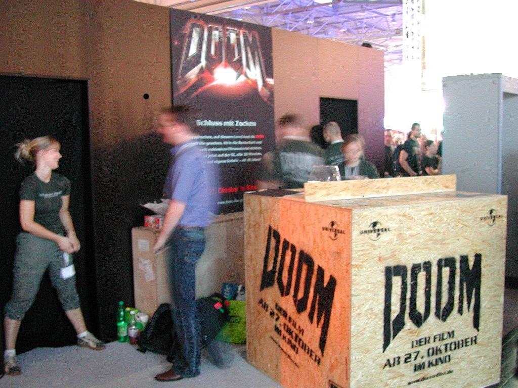 Werbung für Doom – Der Film. Der Klassiker von id Software soll nun auch auf die Leinwand. (Bild: Andre Eymann)