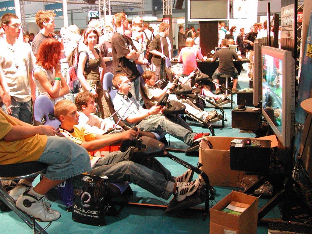 Vertiefung des Spielgefühls: Racing seats verhelfen zum echten Rennsportfeeling. (Bild: Andre Eymann)