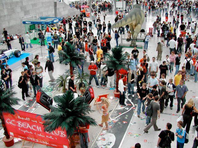 Tropisches zur Einstimmung: im Eingangsbereich der Games Convention 2006 wurden man vom Speedlink-Stand begrüßt. (Bild: Andre Eymann)