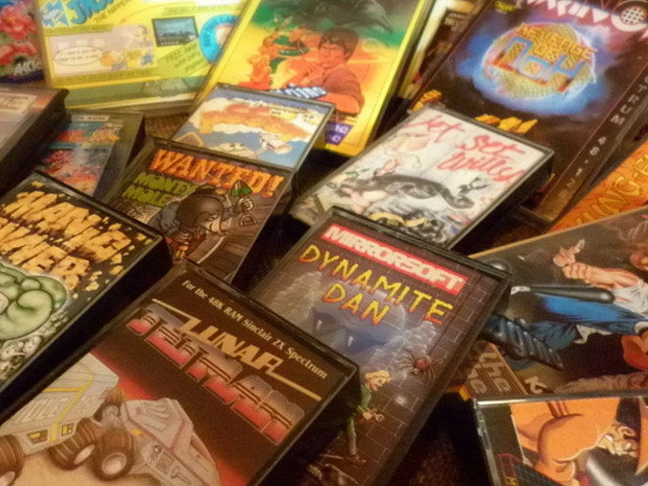 Verschiedene Kassetten mit Spielen für den Sinclair ZX Spectrum. (Bild: Dirk Mayer)