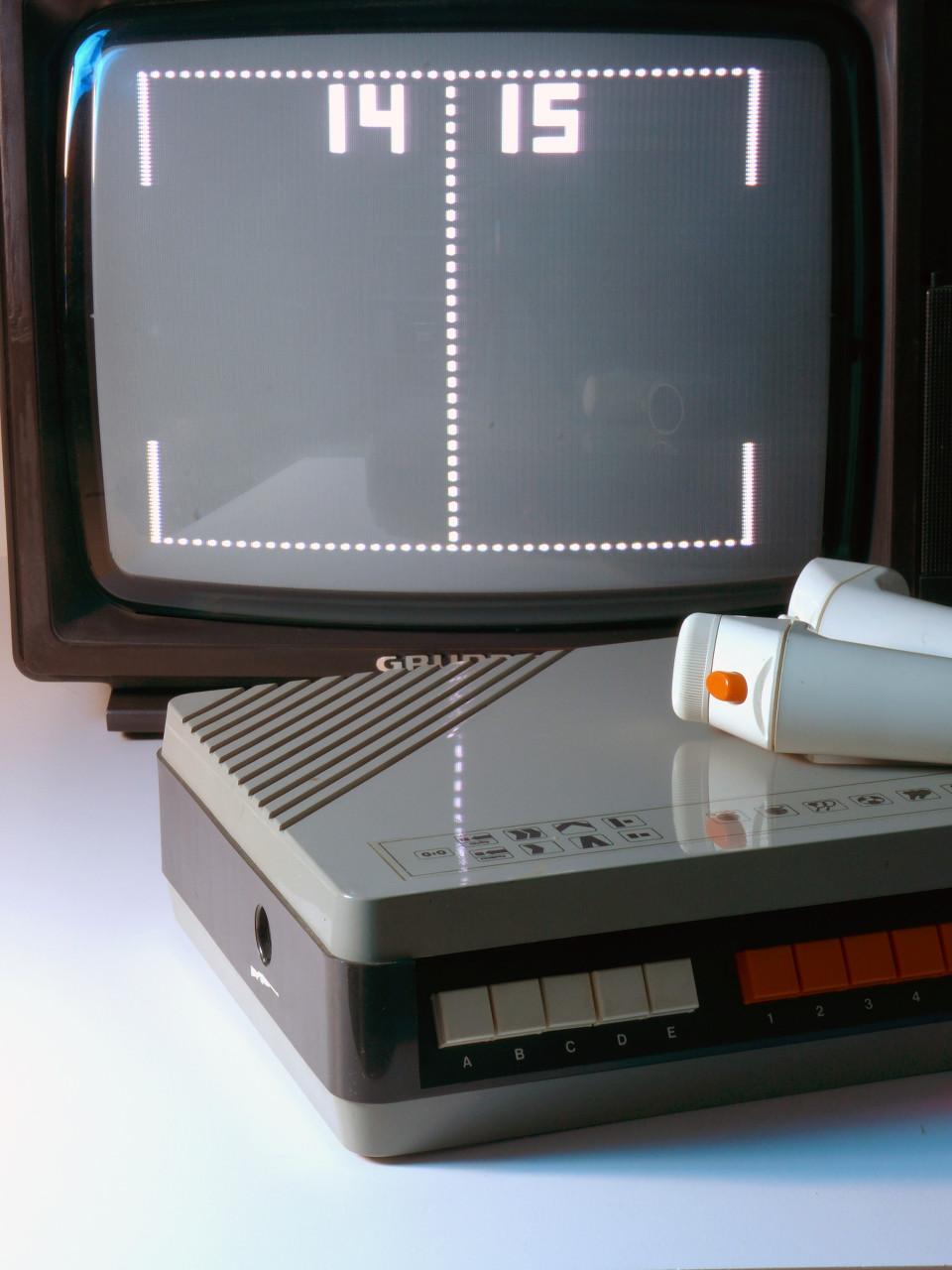 Universum-Telespiel von 1978: Ein Pong-Klon vom Quelle-Versand. (Bild: Constantin Gillies)