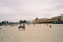 Tagsüber schlummert die Arcade und man kann wunderbar am Strand die Sonnenstunden geniessen. (Bild: André Eymann)