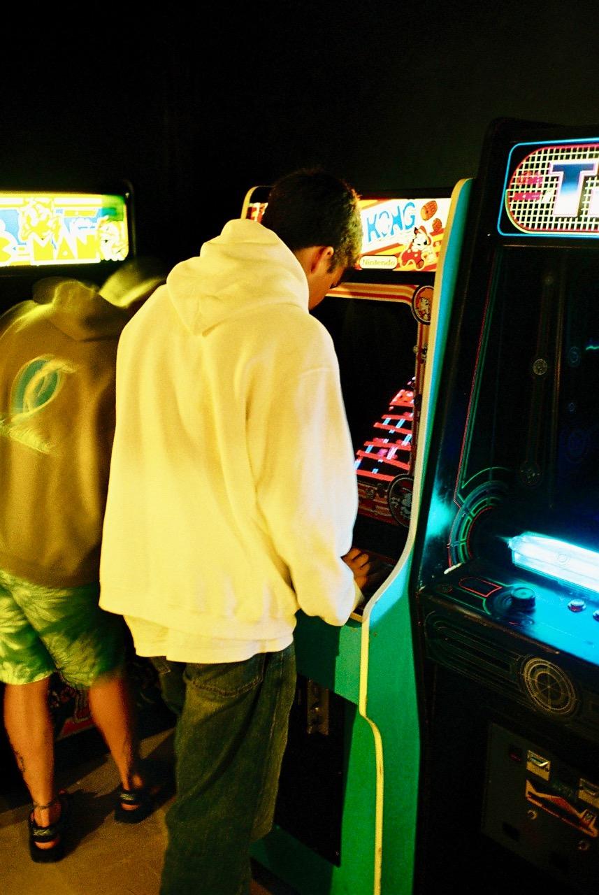 Donkey Kong und rechts daneben der einmalig schöne TRON-Automat. (Bild: André Eymann)