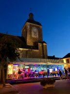 Die Arcade befindet sich am Fuße der Kirche des Ortes. (Bild: André Eymann)