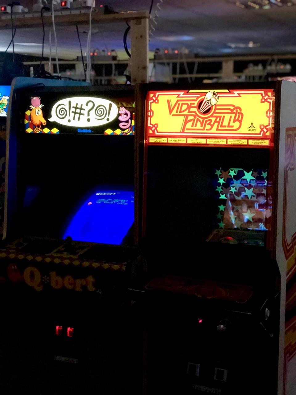 Q*Bert und Video Pinball Seite an Seite im FAMS. (Bild: André Eymann)